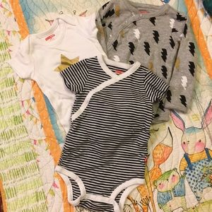 Set of 3 infant onesies